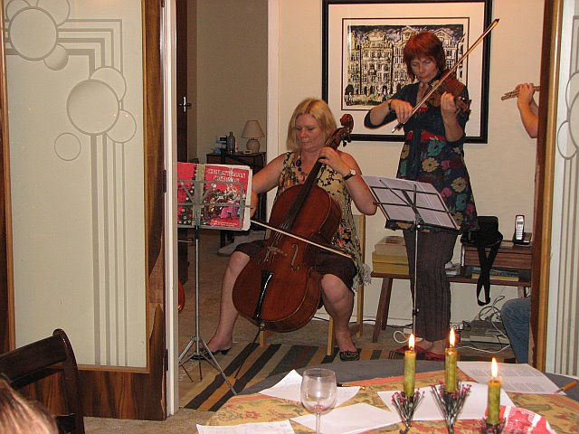 celloplayingforchristmas2007
